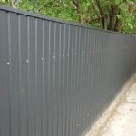 Серый забор из профнастила
