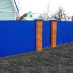 Забор из синего профнастила